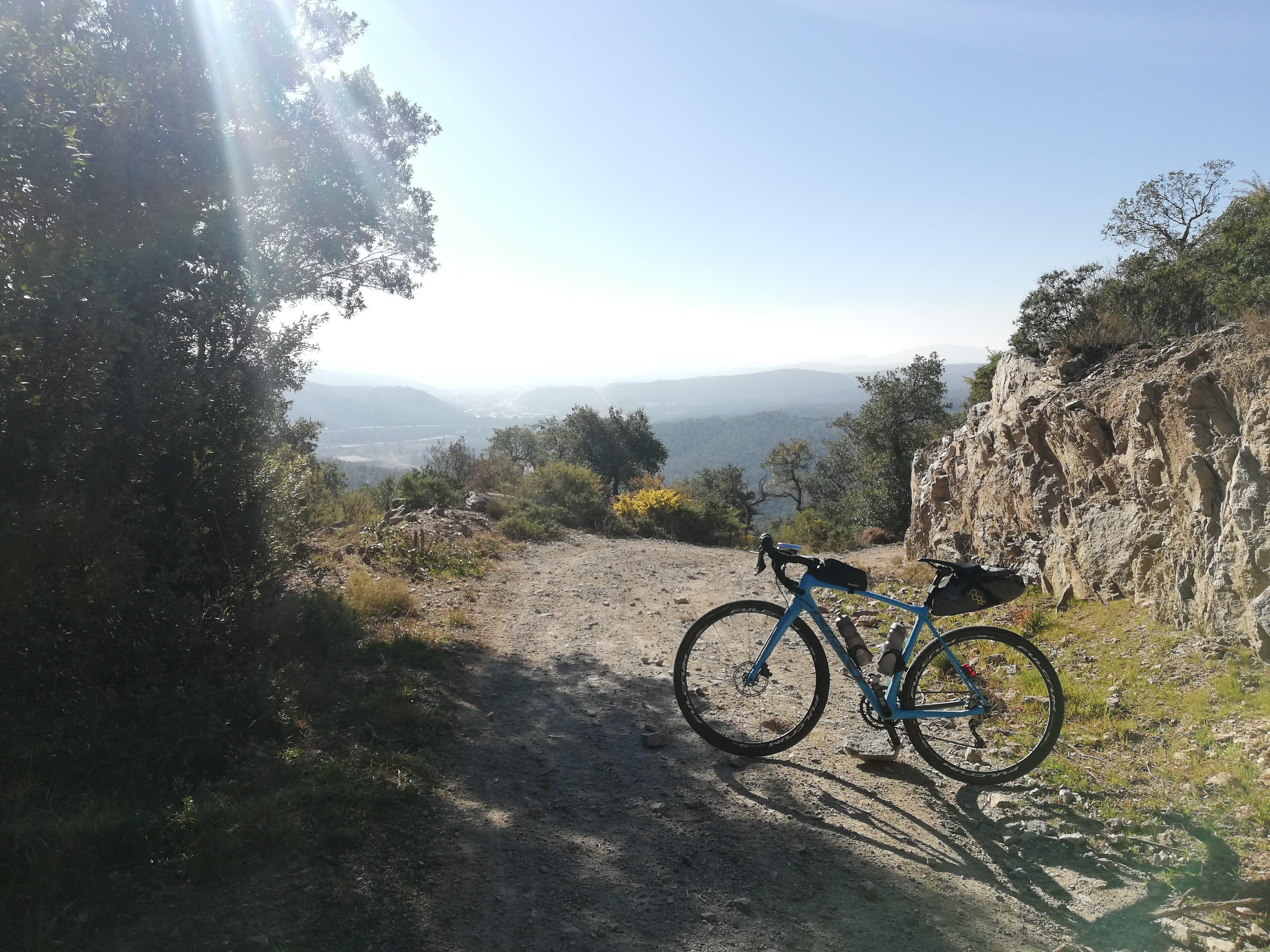 Gravel-Cycling-Custom-Tour.
