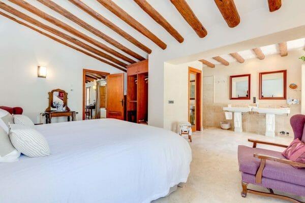 Mallorca-Cycling-Experience-Deia-Accommodation-Bedroom