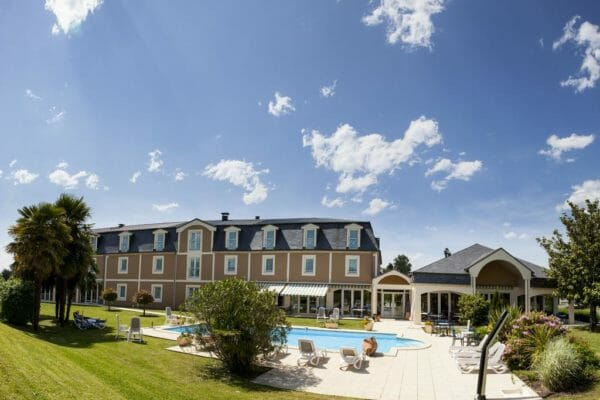 Accommodation-Tour-de-France-Alysson-Hotel-Pool
