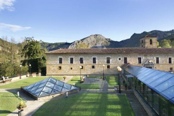 Parador-Cangas-de-Onis-Location-Accommodation-Vuelta-Espan